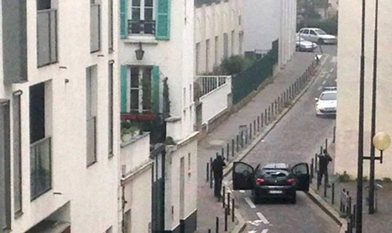 Charlie Hebdo. Video inedito mostra come la polizia non ha fermato gli attentatori