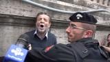 In Italia è vietato manifestare il proprio pensiero. Questa è la nuova costituzione materiale.