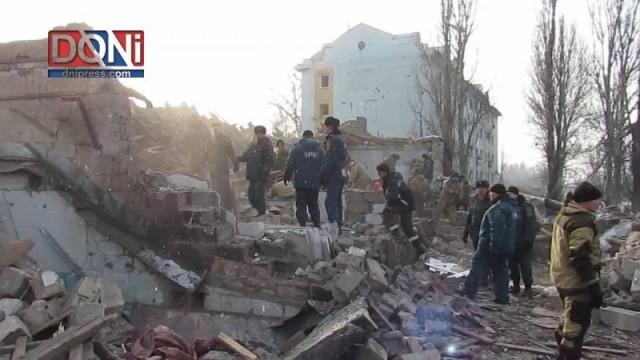 Missili ucraini sul centro di Donetsk, la devastazione del giorno dopo 03.02.2017