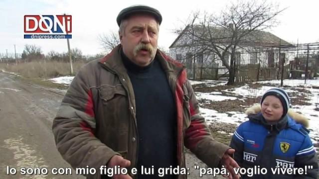 Residente della DNR mostra come l'esercito ucraino bombarda i villaggi abitati
